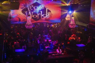Over 1,000 industry professionals mingle at Vegas World's party the second night of Casual Connect.